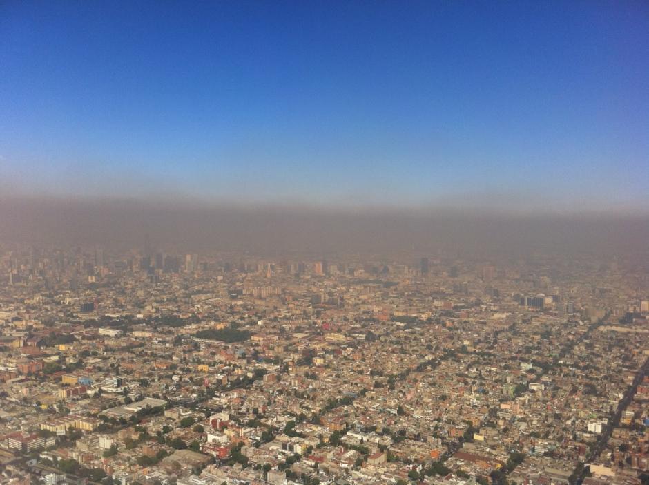 Smog nammasaš dálkkádat, ovtta gávpot bajábealde Mexicoas.